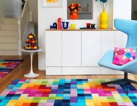 Правила работы с яркими цветами в интерьере